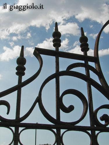 Dettaglio cancello in ferro battuto